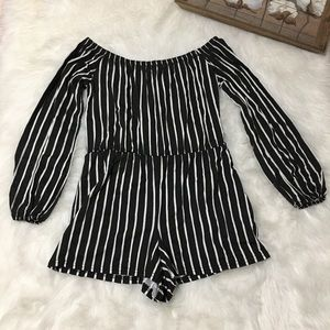 Boohoo Black & White Off the Shoulder Romper Sz 8